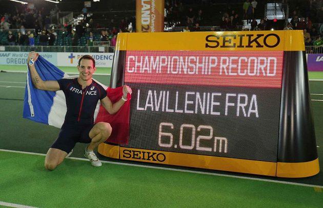 Francouzský tyčkař Renaud Lavillenie překonal na halovém mistrovství světa v Portlandu laťku ve výšce 602 cm a získal zlatou medaili.