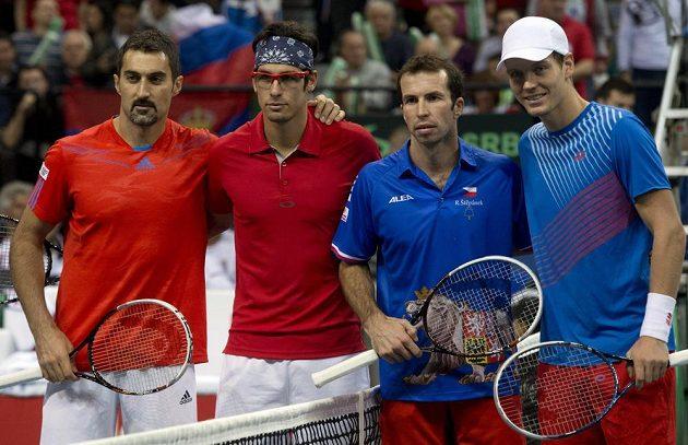 Společné foto před utkáním. Zleva Nenad Zimonjič, Ilja Bozoljac, Radek Štěpánek a Tomáš Berdych.