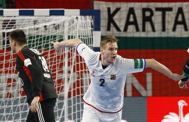 Jakub Hrstka se raduje z gólu ze sedmičky v utkání proti Maďarsku.