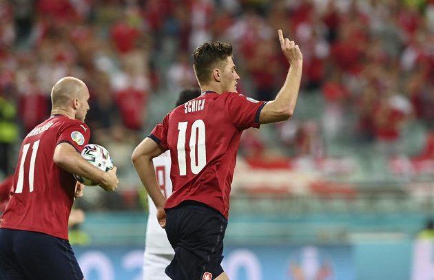 Česká radost. Patrik Schick (vpravo) oslavuje svou trefu do sítě Dánska během čtvrtfinále EURO.