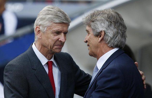 Kouč Citizens Manuel Pellegrini a trenér Arsenalu Arséne Wenger (vlevo) před utkáním.