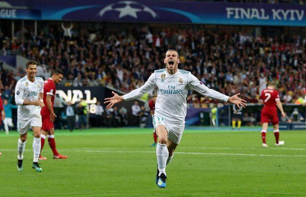 Gareth Bale z Realu slaví gól ve finále Ligy mistrů.
