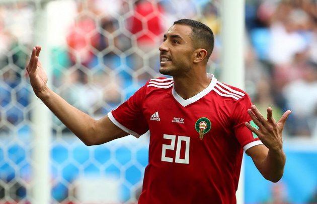 Marocký útočník Aziz Buhaddúz a jeho gesto po zahozené šanci. Nakonec právě tento útočník rozhodl duel s Íránem, trefil se však do vlastní sítě.