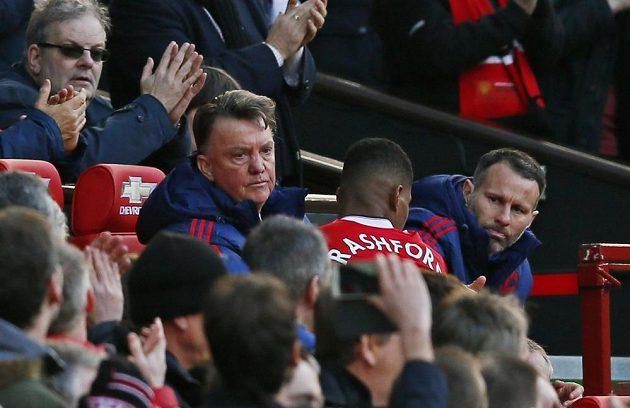 Marcus Rashford vyrazil za koučem Louisem van Gaalem oslavovat jeden z gólů proti Arsenalu.