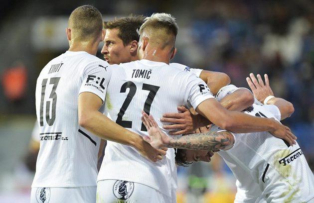 Fotbalisté Slovácka se radují.