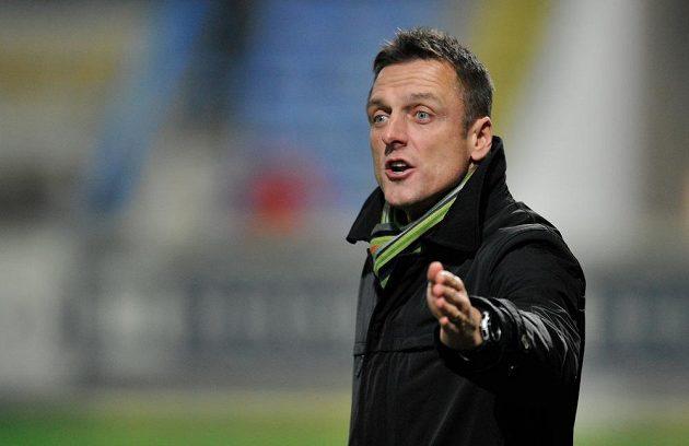 Trenér Dukly Praha Luboš Kozel během ligového utkání v Liberci.
