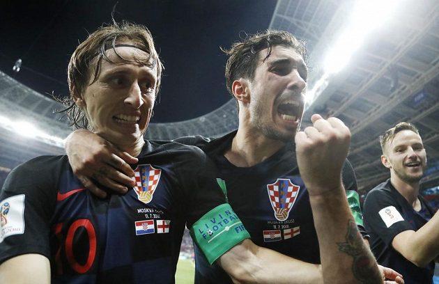 Radost Chorvatů po postupu do finále MS (zleva) Luka Modrič, Šime Vrsaljko a Ivan Rakitič.