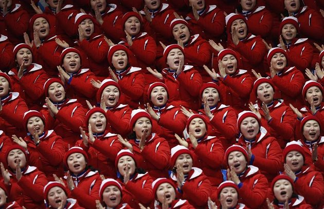 Severokorejské roztleskávačky v akci během olympiády v Pchjongčchangu.