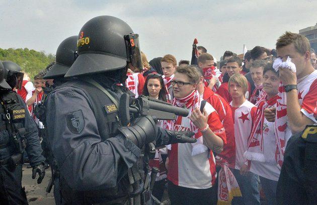 Policisté se v pozdější fázi pochodu už museli do situace více vložit.