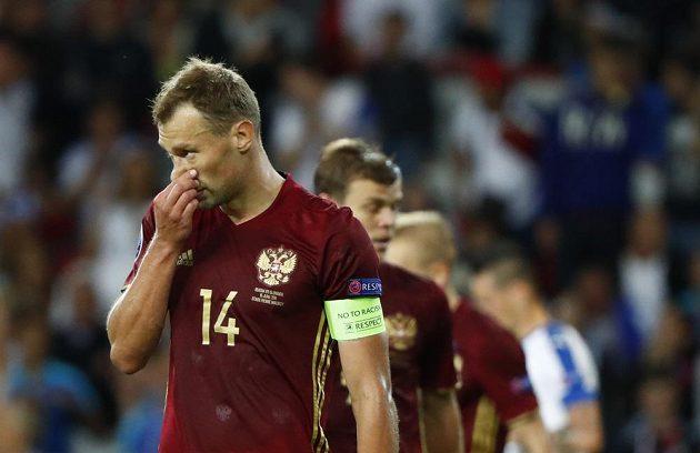 Zklamaný ruský obránce Vasilij Berezuckij po inkasovaném gólu v zápase se Slovenskem.