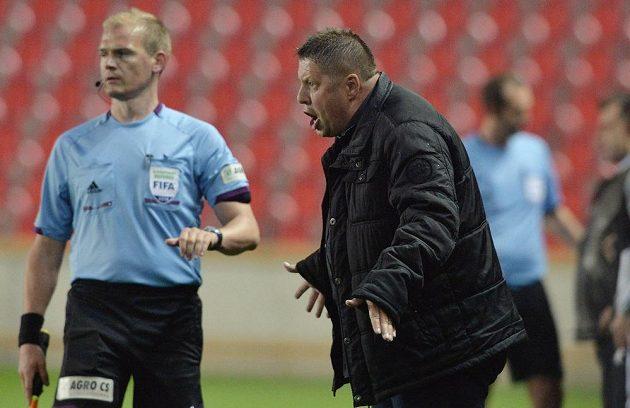 Trenér Příbrami Petr Čuhel v utkání se Slavií.