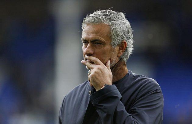 José Mourinho před utkáním v Goodison Parku.