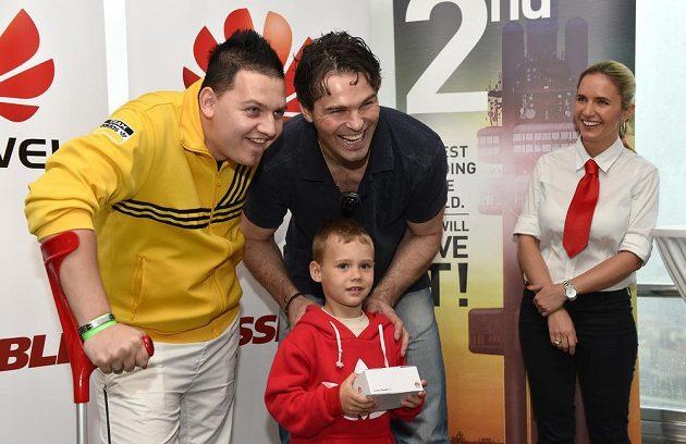 Celkový vítěz fantasy k hokejovému MS David Douděra na snímku s Jaromírem Jágrem.