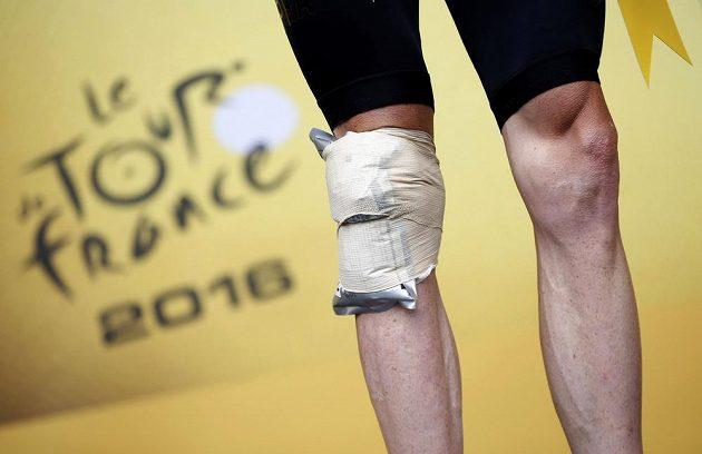 Zraněné koleno Chrise Frooma po 19. etapě Tour.