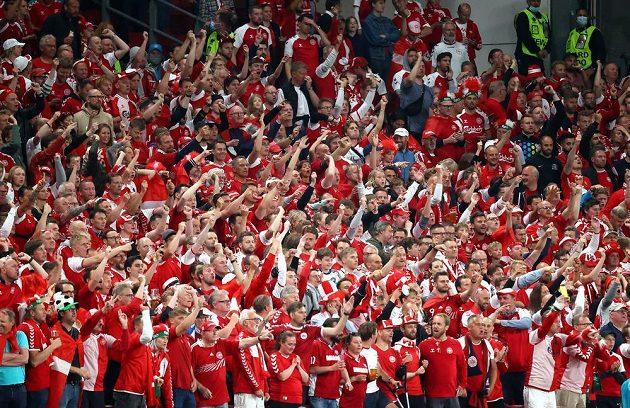 Euforie dánských fanoušků v duelu s Ruskem na EURO