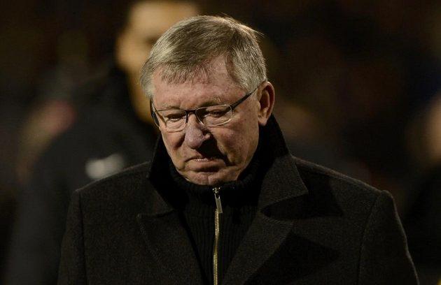 Zasmušilý Sir Alex Ferguson, kouč fotbalistů Manchesteru United.