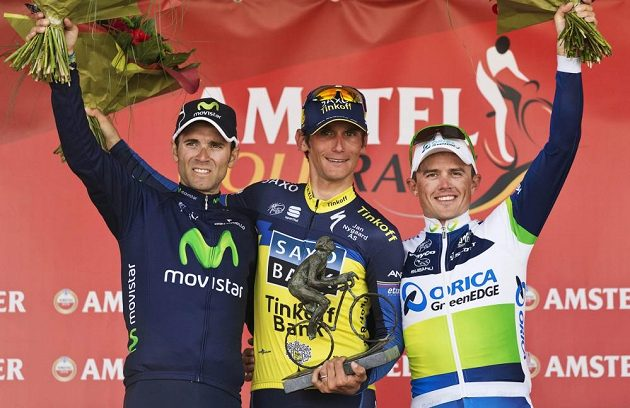 Roman Kreuziger z týmu Saxo-Tinkoff (uprostřed), vlevo Alejandro Valverde a třetí v pořadí Simon Gerrans.