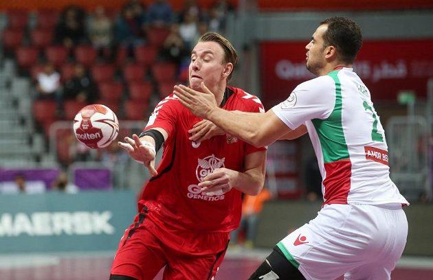 Český házenkář Filip Jícha v zápase s Alžírskem.
