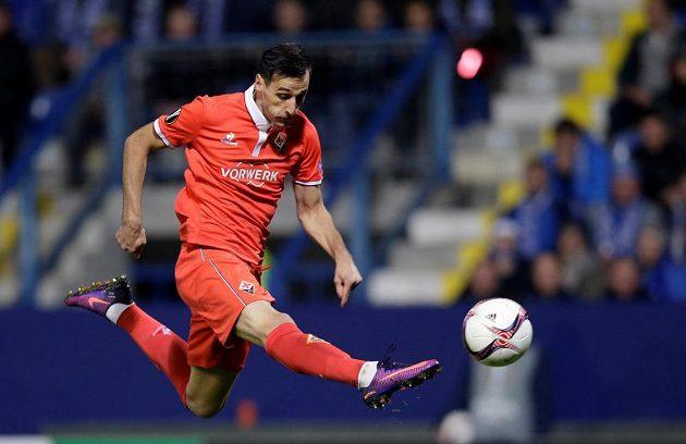 Nikola Kalinič z Fiorentiny střílí gól proti Liberci v utkání Evropské ligy.