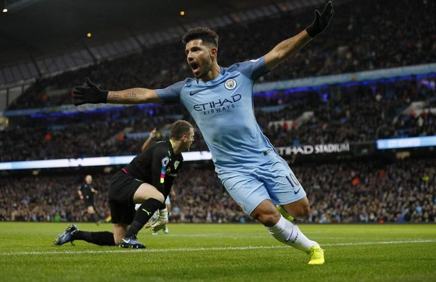 Útočník Manchesteru City Sergio Agüero slaví gól proti Burnley v zápase 20. kola Premier League.