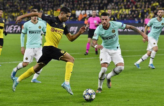 Achraf Hakimi táhne další útočnou akci Dortmundu
