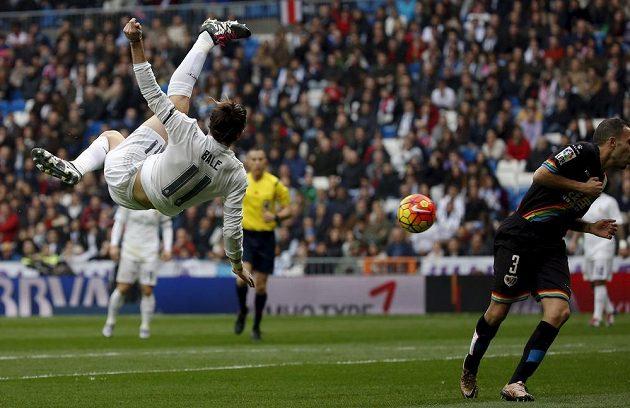 Real Madrid exceloval a Gareth Bale si vyzkoušel i nůžky.