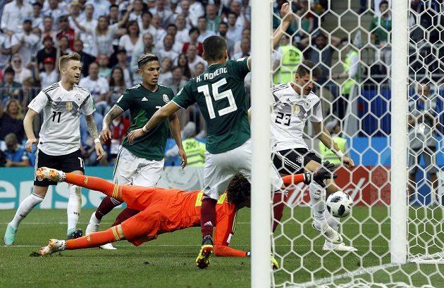 Mexický brankář Guillermo Ochoa na mistrovství světa vychytal v duelu s Německem čisté konto. Předvedl řadu výborných zákroků.