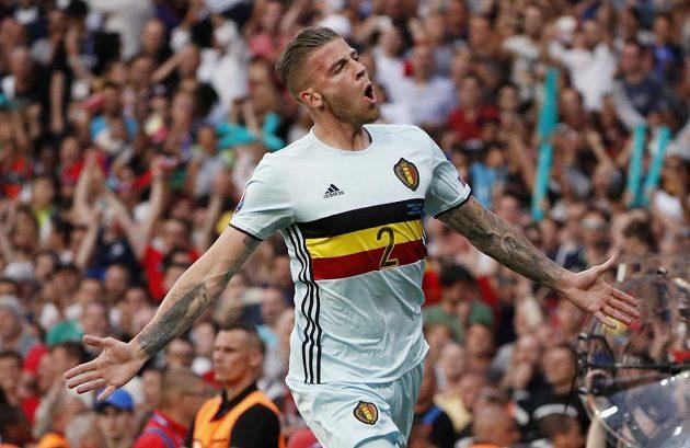 Belgičan Toby Alderweireld po vstřelení gólu Maďarům v osmifinále ME.