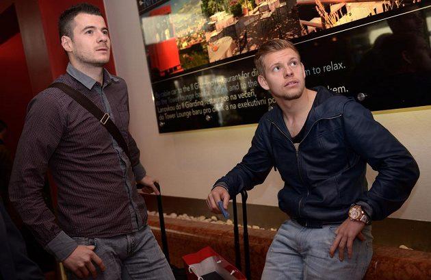 Daniel Pudil (vlevo) a Matěj Vydra na srazu české fotbalové reprezentace před utkáním s Norskem.