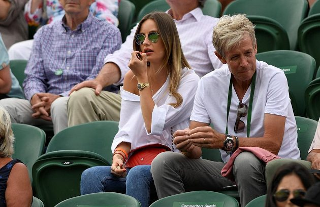 Partnerka Tomáče Berdycha Ester při osmifinále Wimbledonu.