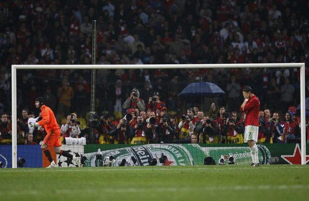 Rivalita mezi Chelsea a Manchesterem United pokračovala i na evropské scéně. Ve finále Ligy mistrů v roce 2008 se oba celky střetly ve finále. Zápas rozhodoval rozstřel. Čech lapil pokus Ronalda, jeho spoluhráči Terry a Anelka ale selhali. Chelsea v sezóně nezískala jedinou trofej.
