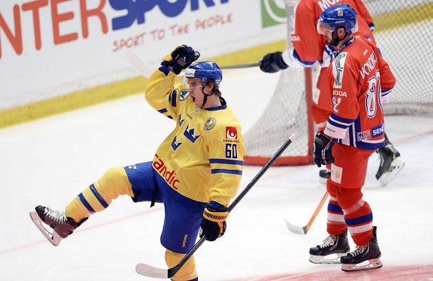 První švédskou trefu v zápase obstaral Mikael Backlund.