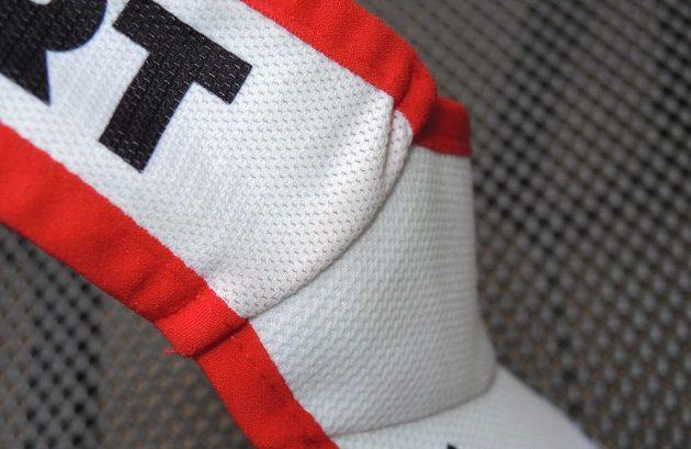 Běžecký kšilt CompresSport Ultralight Visor - detail napojení čelenky.