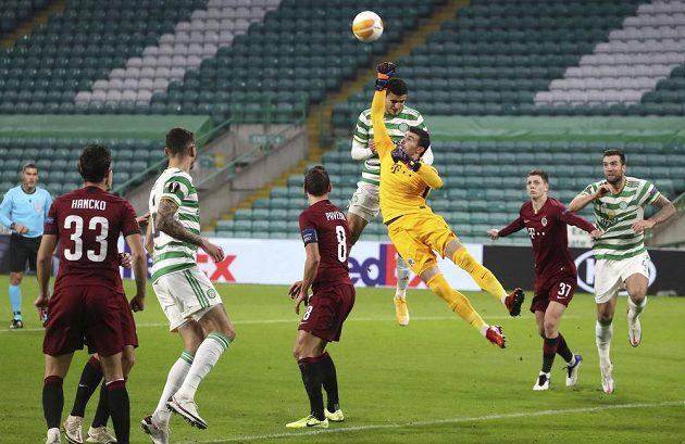 Florin Nita v zápase proti Celtiku Glasgow