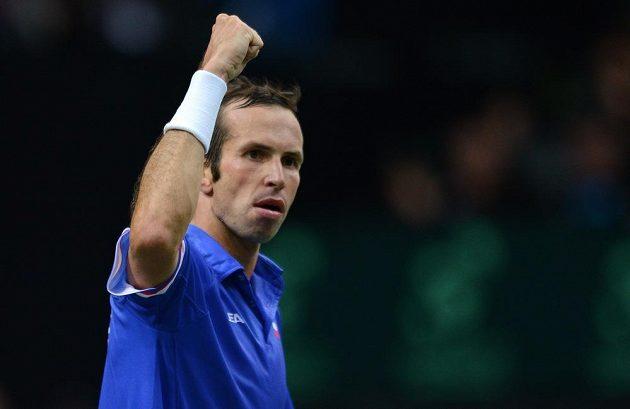 Vítězné gesto tenisty Radka Štěpánka po jedné z výměn s Juanem Mónakem z Argentiny.