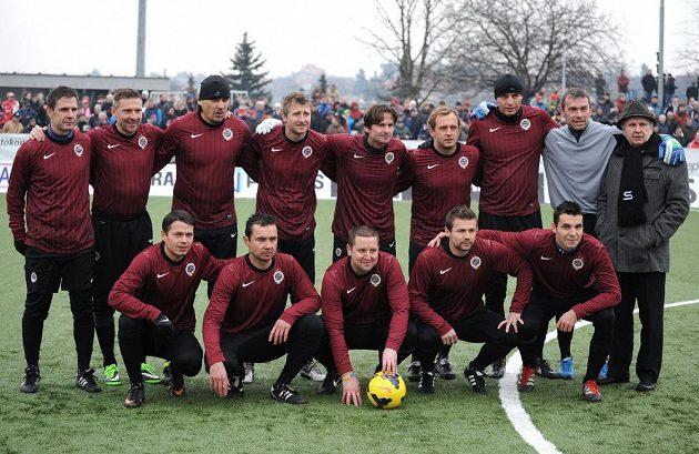 Tým Sparty Praha během tradičního Silvestrovského derby mezi týmy AC Sparta Praha a SK Slavia Praha, hrané 31. prosince 2013 v Edenu.