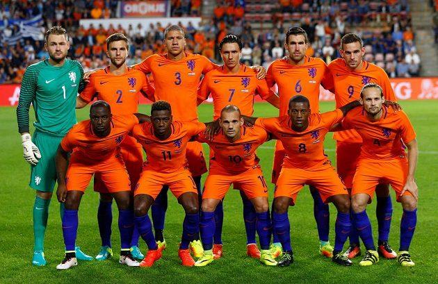 Fotbalisté Nizozemska krátce před zápasem s Řeckem.