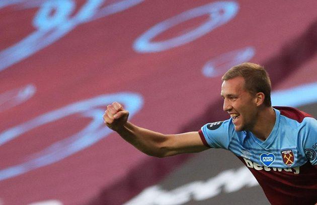 Tomáš Souček z West Hamu se raduje z gólu proti Watfordu.