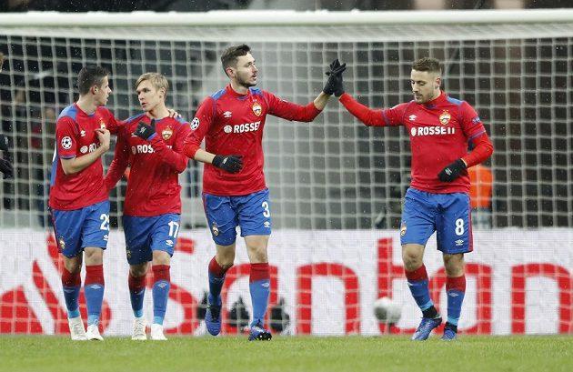 Fotbalisté CSKA Moskva slaví, v utkání Ligy mistrů šli rychle do vedení po gólu z penalty.