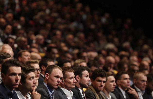 Představení trasy 103. ročníku Tour de France si nenechalo ujít na čtyři tisíce hostů, nevyjímaje dvojnásobného vítěze Chrise Frooma (třetí zleva).
