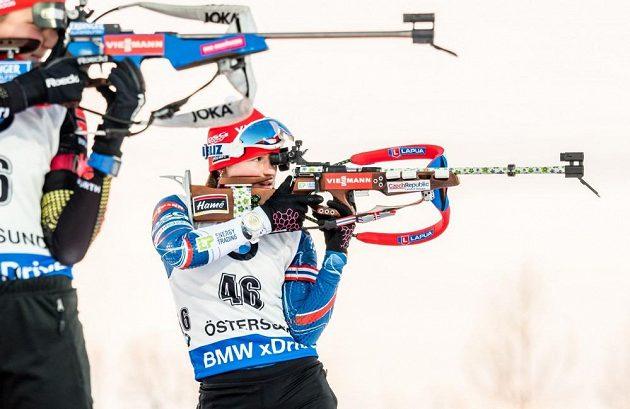 Veronika Vítková při střelbě ve stoje.