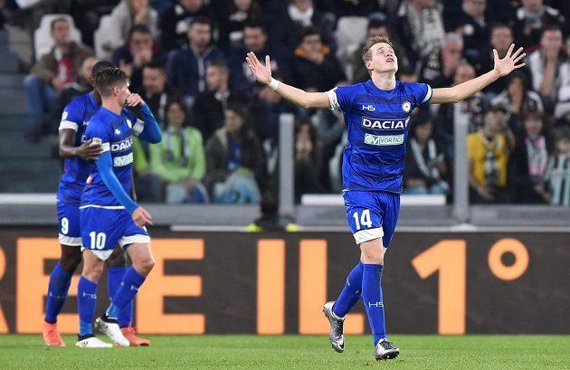 Český záložník Jakub Jankto z Udine se raduje ze své první trefy v italské lize.