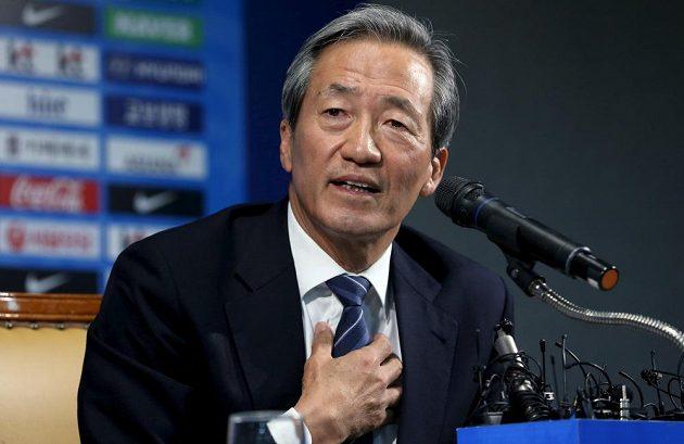 Korejský miliardář a většinový vlastník společnosti Hyundai Čong Mong-jun zvažuje, že bude kandidovat na uvolněný post předsedy FIFA. Úmysl oznámil na tiskové konferenci v Soulu.