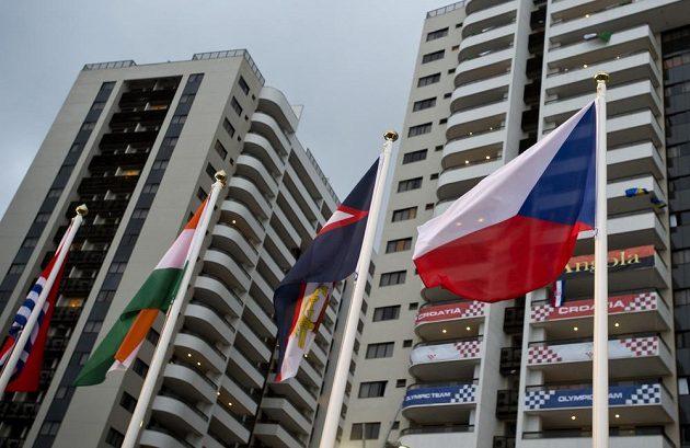 Česká vlajka v olympijské vesnici.