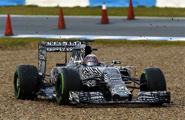 Australan Daniel Ricciardo ve voze s kamufláží.