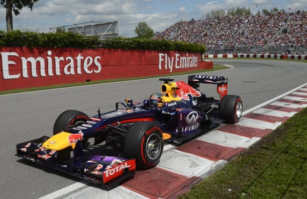 Sebastian Vettel si už od startu kanadského závodu hlídal průběžné vedení.