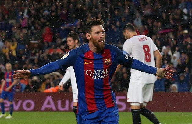 Barcelonský Lionel Messi se raduje z gólu. Pětistého v dresu katalánského týmu.