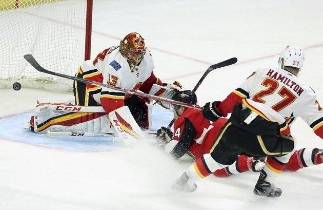 Český gólman David Rittich inkasoval na ledě Ottawy jen jednou a Plameny slaví výhru.
