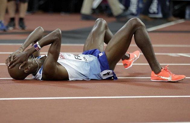 Brit Mo Farah po svém posledním závodě na dráze na 5000 m, v němž vybojoval stříbro.