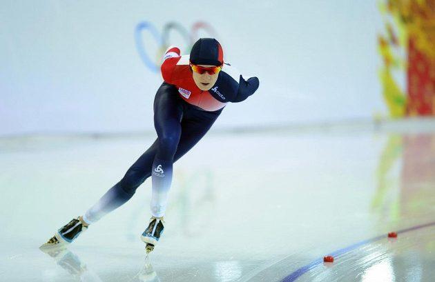 Martina Sáblíková na trati olympijského závodu rychlobruslařek na 3000 metrů.